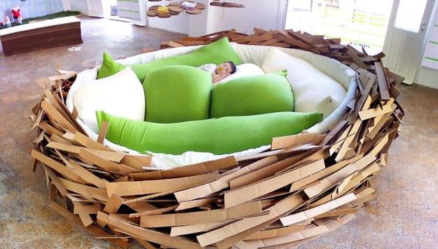 Le-lit-en-forme-de-nid-doiseaux