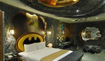 chambre-hotel-originale-batman
